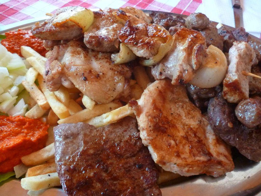 Мясное ассорти (ресторан Mediterana Delikata в Мостаре). Фото: Елена Арсениевич, CC BY-SA 3.0