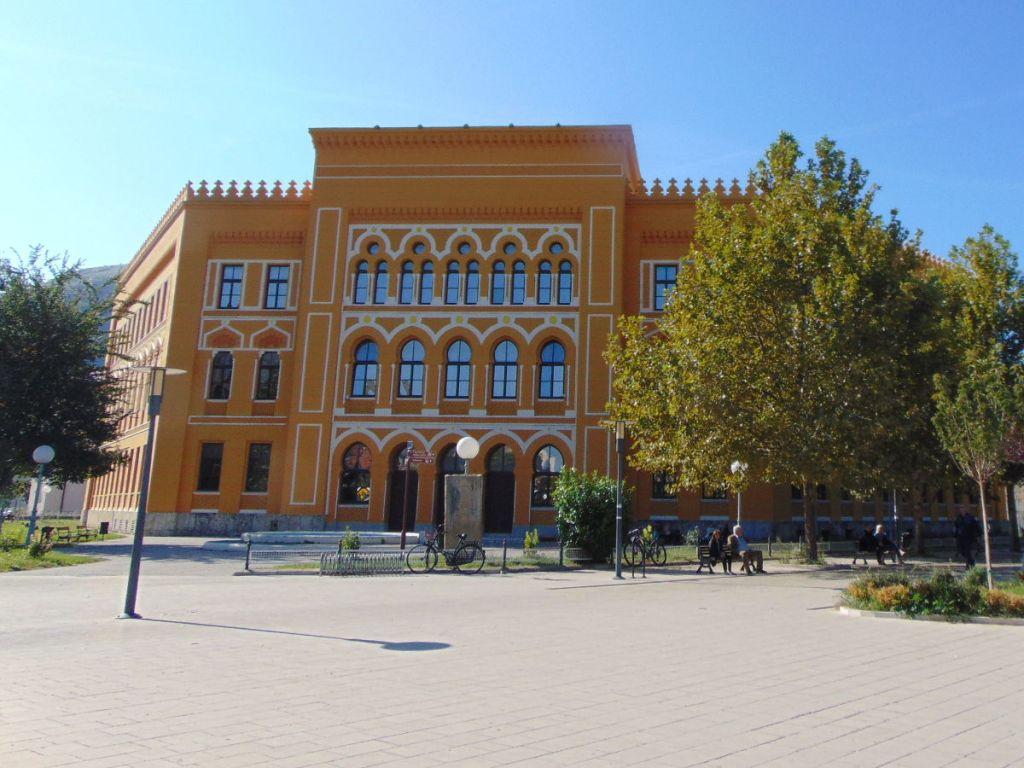 Гимназия в Мостаре. Фото: Елена Арсениевич, CC BY-SA 3.0