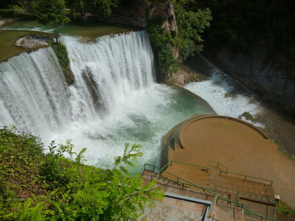 Вид на водопад с верхней смотровой площадки. Фото: Елена Арсениевич, CC BY-SA 3.0
