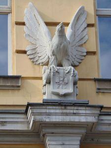 Птичка над входом в Главную почту. Фото: Елена Арсениевич, CC BY-SA 3.0