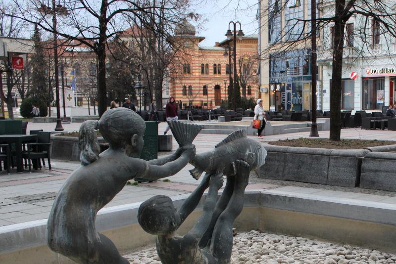 Фонтан и Виечница в Брчко. Фото: Елена Арсениевич, CC BY-SA 3.0