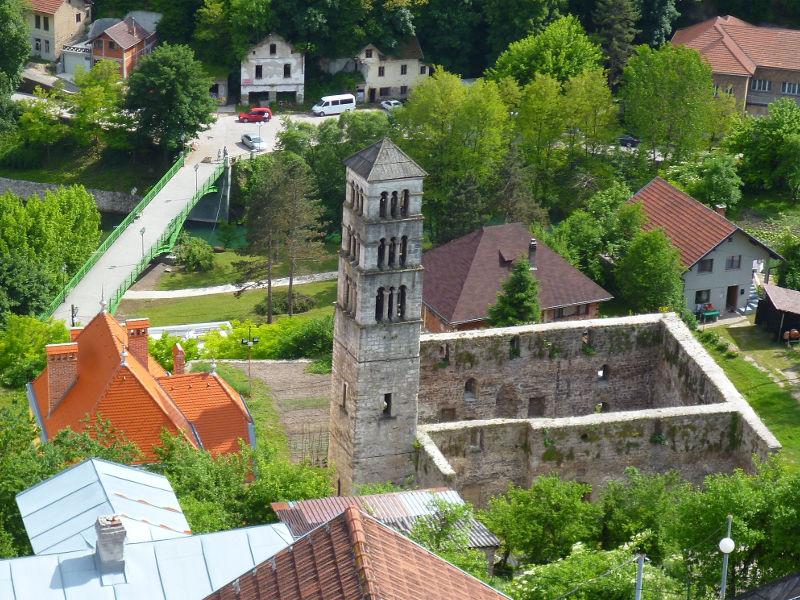 Башня св. Луки и руины церкви св. Марии. Фото: Елена Арсениевич, CC BY-SA 3.0