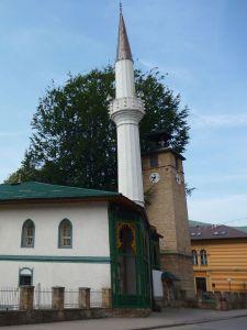 Мечеть, часовая башня, суд. Фото: Елена Арсениевич, CC BY-SA 3.0