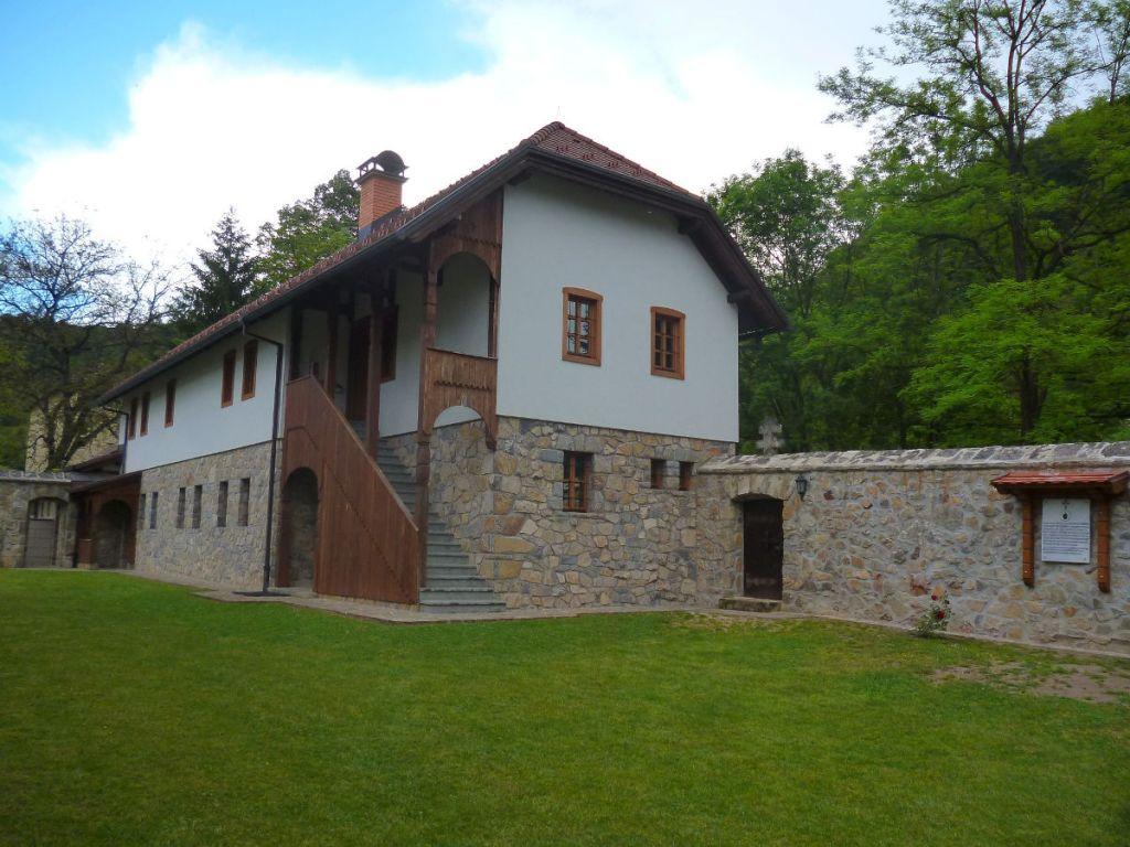 Реплика старой монастырской школы. Фото: Елена Арсениевич, CC BY-SA 3.0