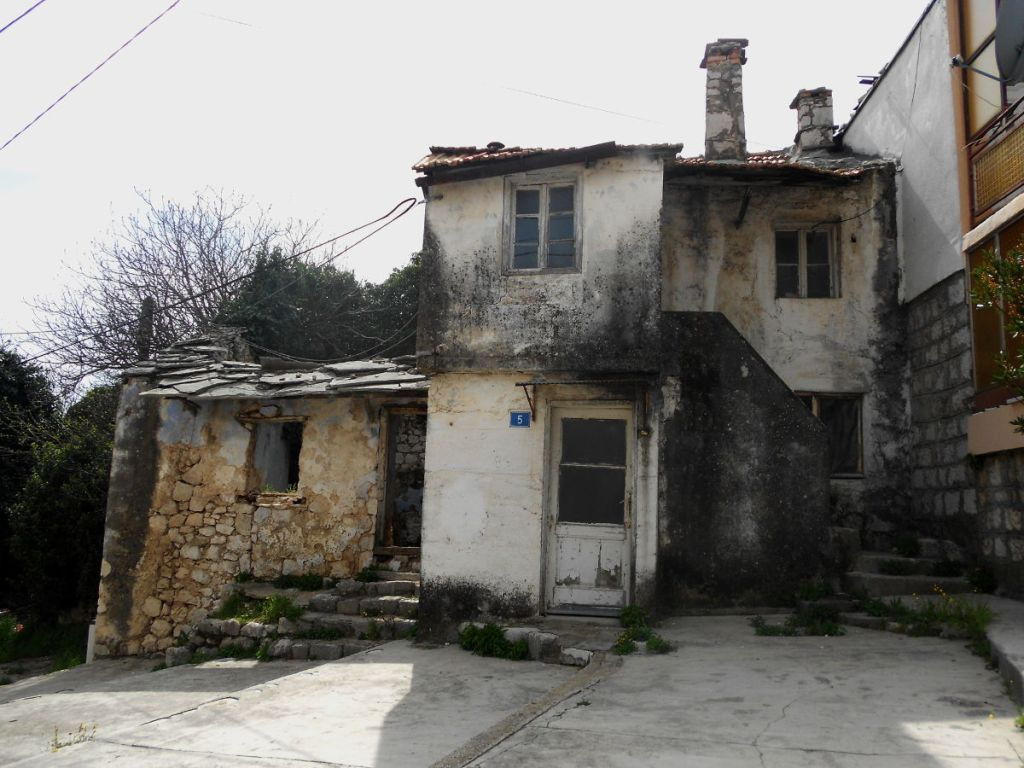 Давно уже никто не живёт здесь. Фото: Елена Арсениевич, CC BY-SA 3.0