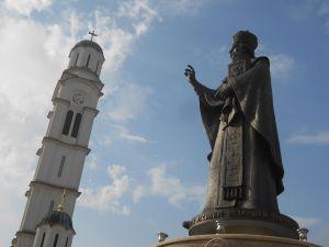 Памятник св. Василию Острожскому. Фото: Елена Арсениевич, CC BY-SA 3.0