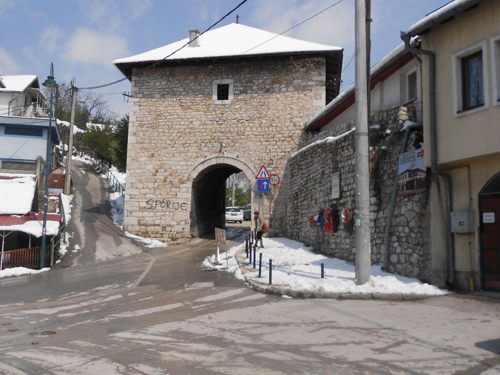 Вишеградские ворота, вид изнутри крепости. Фото: Елена Арсениевич, CC BY-SA 3.0