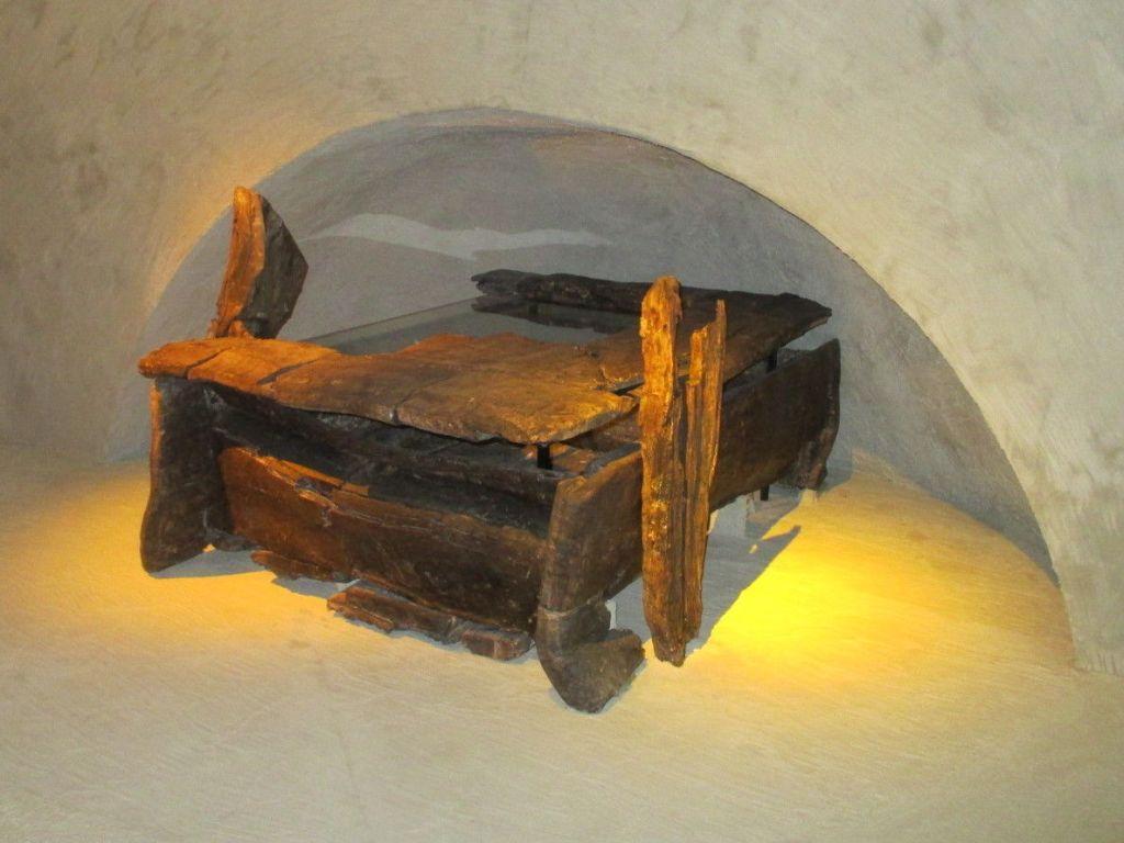 Гроб на саночках (нет, не на колёсиках). Фото: Елена Арсениевич, CC BY-SA 3.0