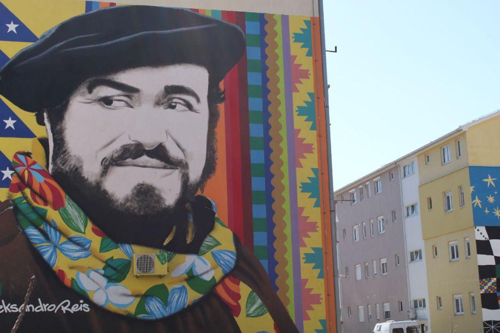 Благодарный Мостар – великому певцу. Фото: Елена Арсениевич, CC BY-SA 3.0