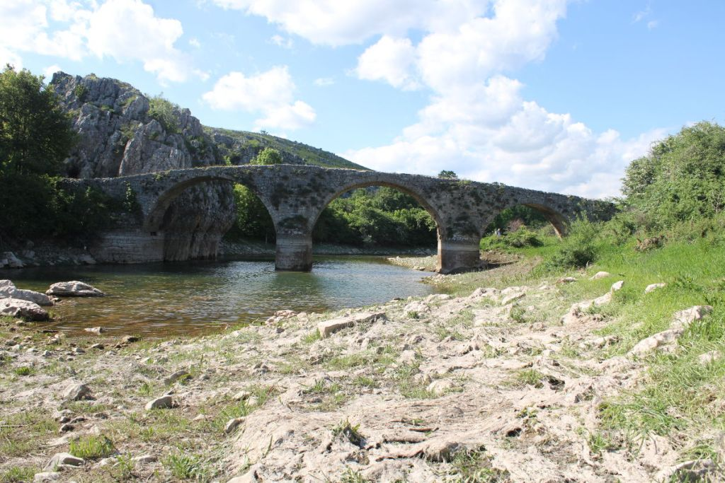 Трёхарочный мост на реке Заломке. Фото: Елена Арсениевич, CC BY-SA 3.0