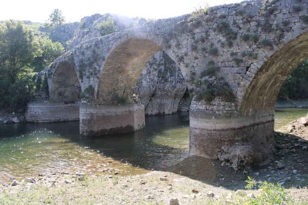 Грубая кладка моста. Фото: Елена Арсениевич, CC BY-SA 3.0
