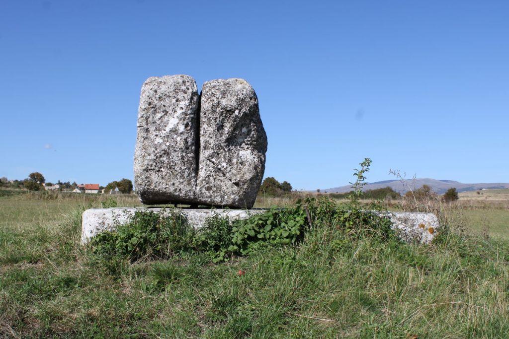 Камень «на три пилька». Фото: Елена Арсениевич, CC BY-SA 3.0