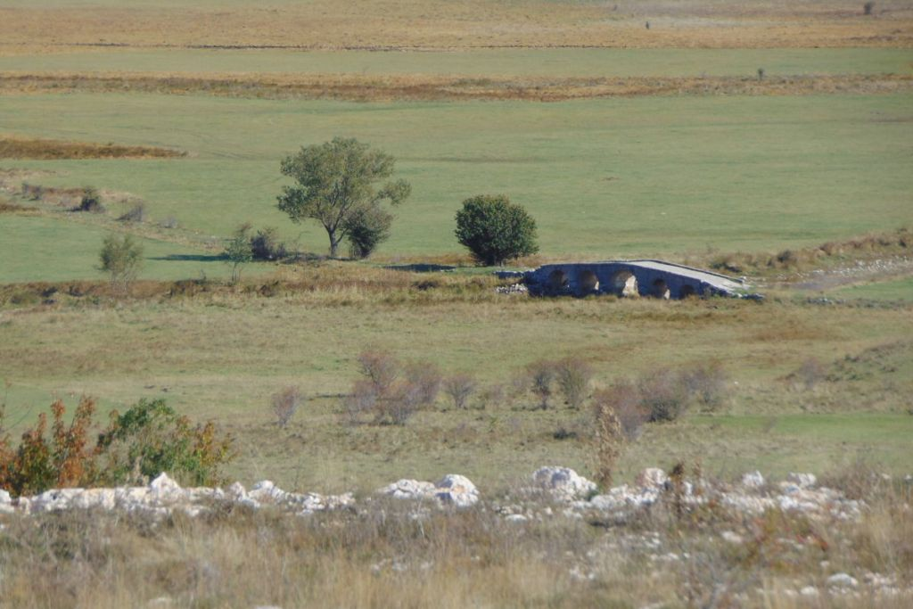 Мост на старой римской дороге. Фото: Елена Арсениевич, CC BY-SA 3.0