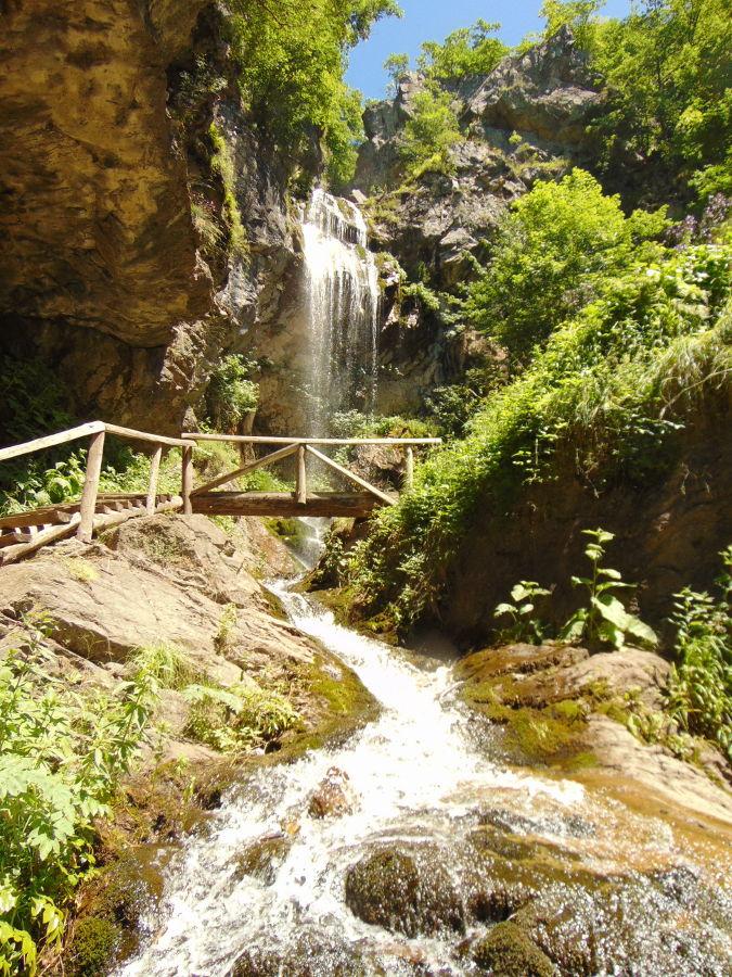 Ждримачский водопад в полный рост. Фото: Елена Арсениевич, CC BY-SA 3.0