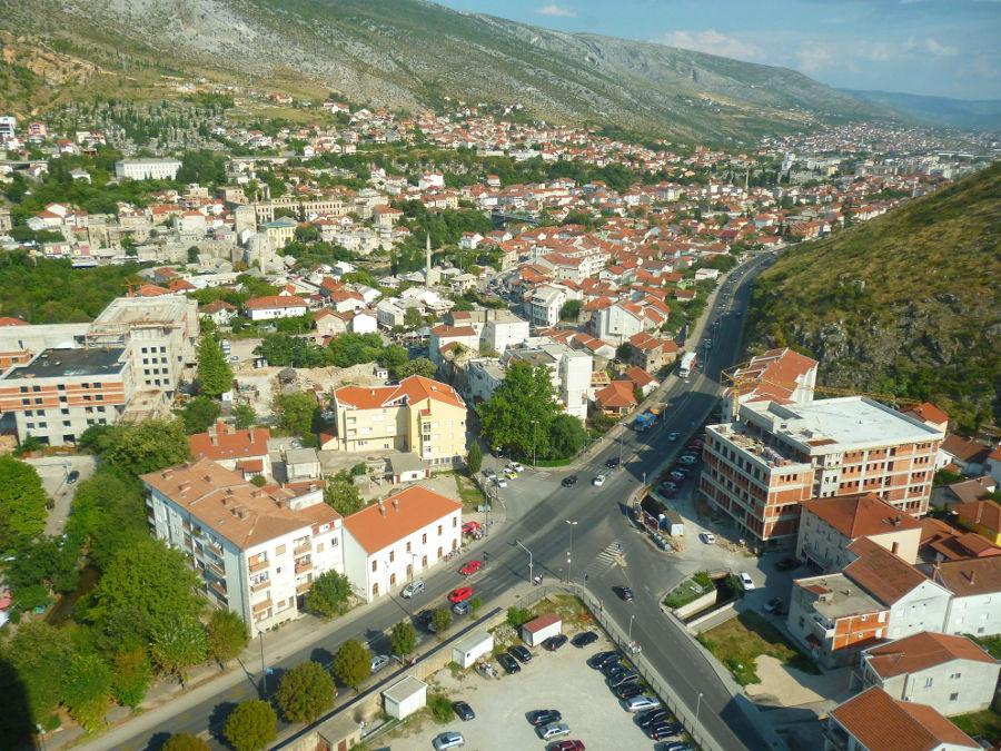 Вид на Мостар с Колокольни мира. Фото: Елена Арсениевич, CC BY-SA 3.0