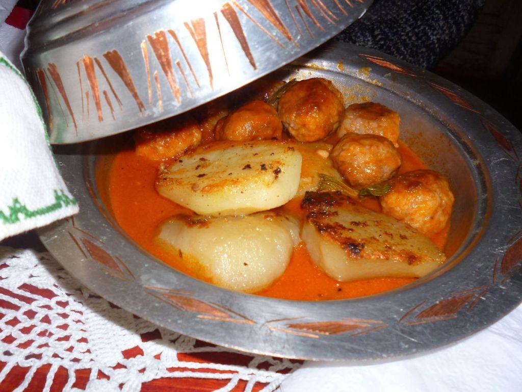 Гарниром может быть и картофель. Фото: Елена Арсениевич, CC BY-SA 3.0