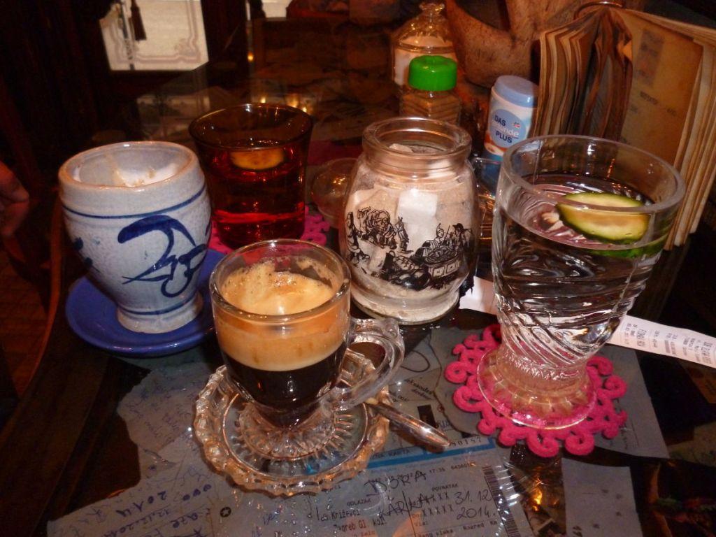Кофе в кафе Zlatna ribica в Сараево. Фото: Елена Арсениевич, CC BY-SA 3.0