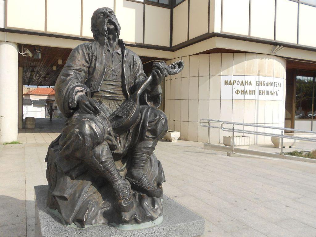 Памятник сказителю Филипу Вишничу. Фото: Елена Арсениевич, CC BY-SA 3.0