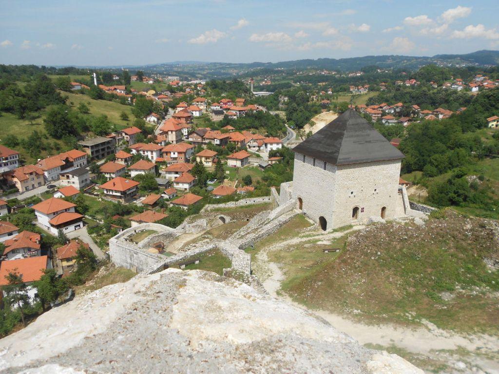 Вид с крепости на Тешань. Фото: Елена Арсениевич, CC BY-SA 3.0