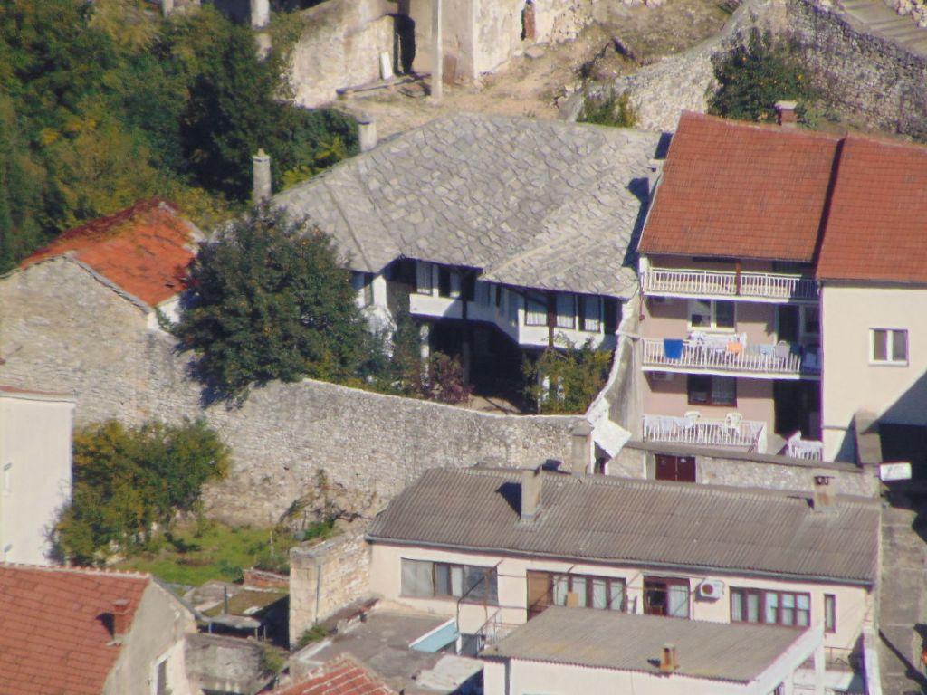 Дом Кайтаза под каменной крышей. Фото: Елена Арсениевич, CC BY-SA 3.0