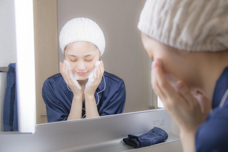 当サロンでは施術の効果を最大限のものにするため、お客さまにセルフ洗顔をお願いしております。