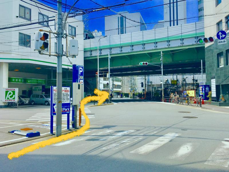 TOYOTA レンタリース淀屋橋店がある交差点