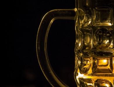 むずむず脚症候群はアルコールを避ける