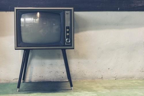 連休、暇、テレビ