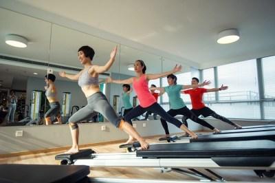 運動、エクササイズ、ヨガ