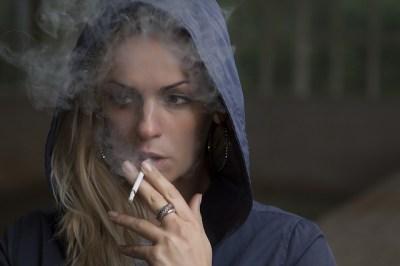 女性ホルモン,増やす,方法、タバコ、喫煙