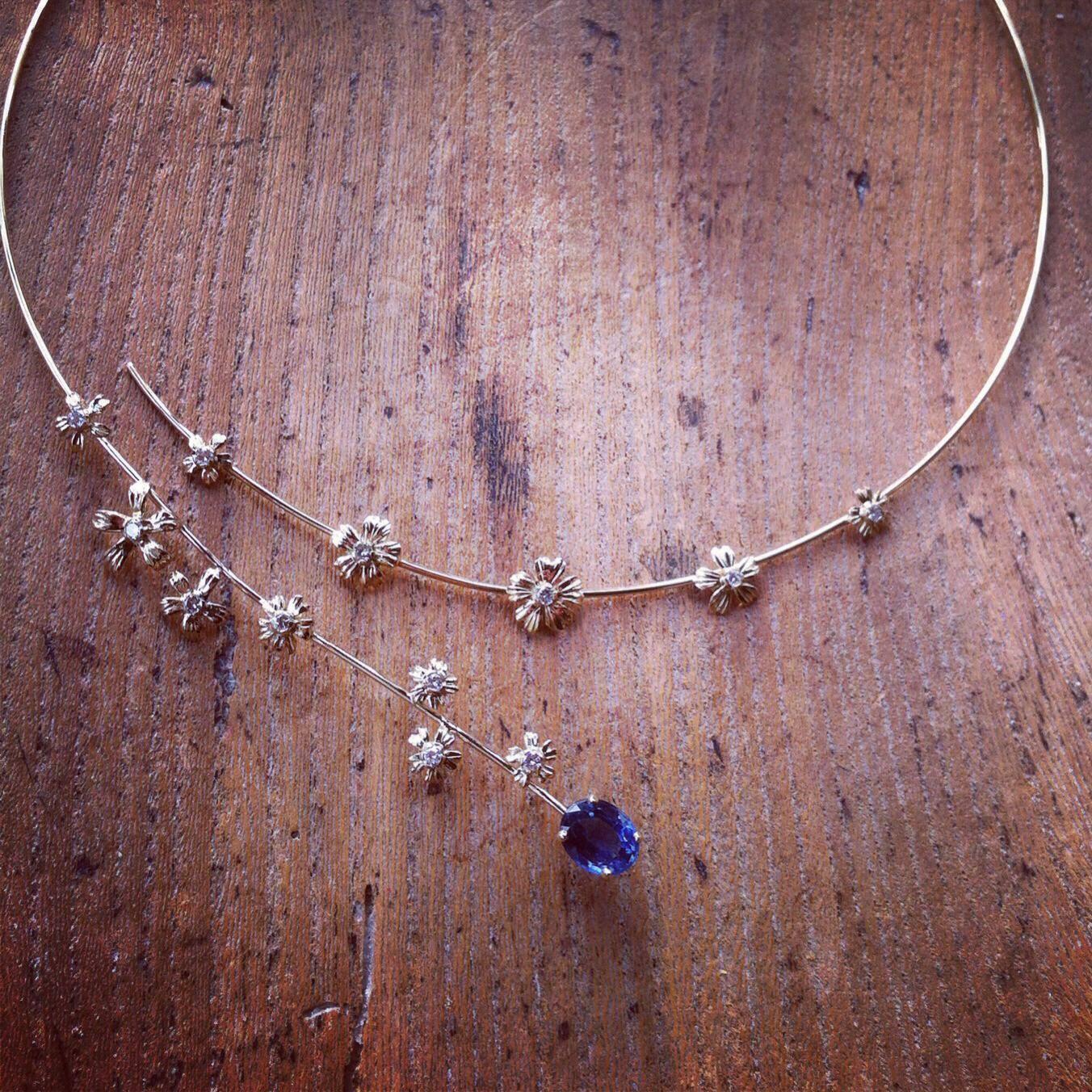 Collier Ruban Saphir Fleurs Arthabilis