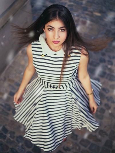 Vestido estampado disponible en la Shop Online de Bijoux Anuska y en Trapagaran. Vestido corte en la cintura y cuello de camisa.