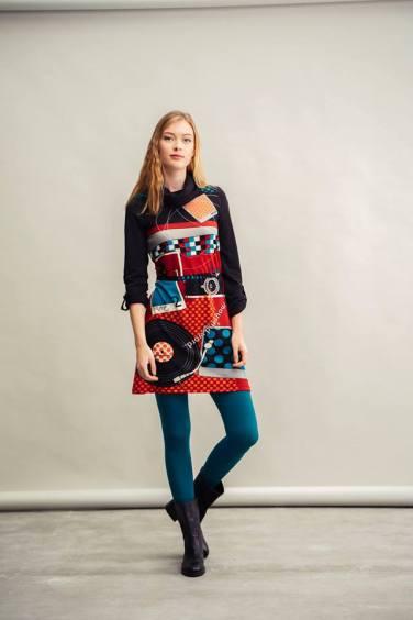 Vestido estampado disponible en la Shop Online de Bijoux Anuska y en Trapagaran. Vestido corte en la cintura.