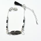 bracelet argenté plume rocaille et pompon (Copier)