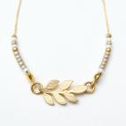 bracelet doré laurier rocaille et pompon 2 (Copier)
