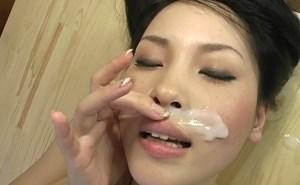 鼻射~ペニスを熟女の鼻に擦り付け淫語で興奮しザーメン大発射!