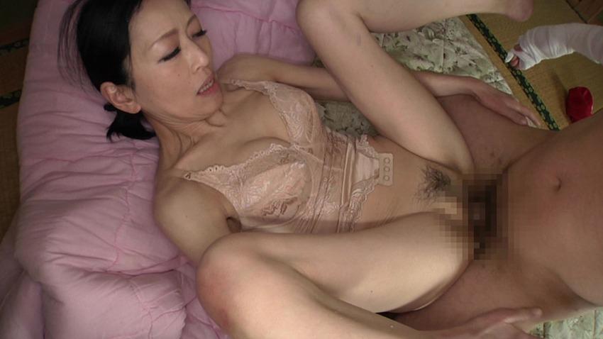 ベージュの補正下着姿がエロい義母にボディースーツ姿のまま生チンポ挿入し膣内放尿中出しセックス!