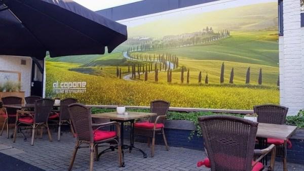 IJssalon en Italian restaurant Al Capone te Zenderen