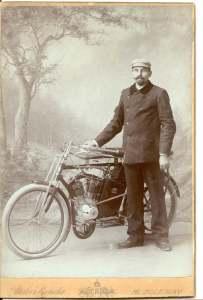 Narcis-Podsednicek-motocykl-Laurin-a-Klement-Skoda-motorsport