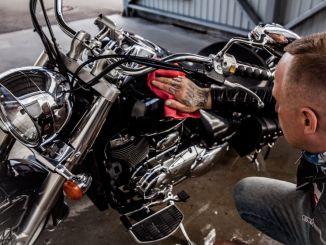 srovnejto.cz_bike-mania.cz_ Komu se vyplatí havarijní pojištění na motorku-_THpexels-ivan-oboleninov-4513031
