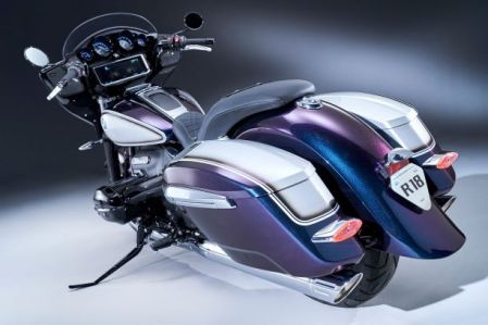 P90430905_lowRes_the-new-bmw-r-18-b-0