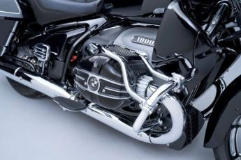 P90431023_lowRes_the-new-bmw-r-18-tra
