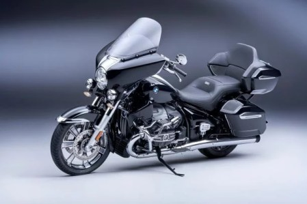 P90431028_lowRes_the-new-bmw-r-18-tra
