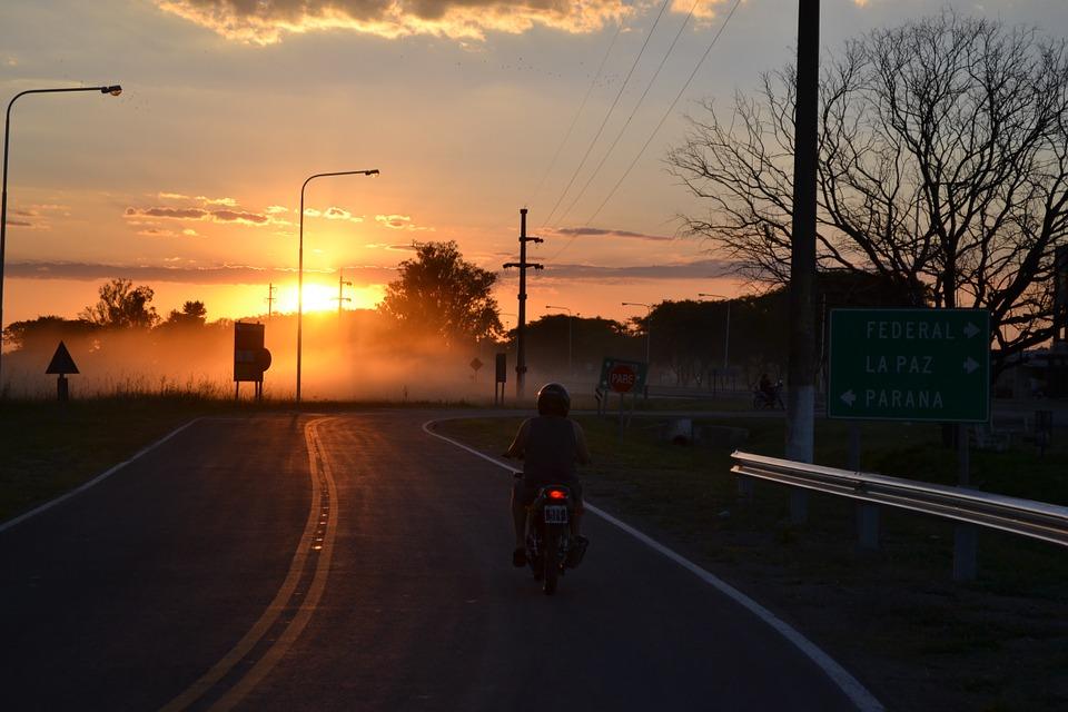 オートバイ 夕日