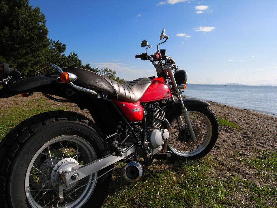 湖 オートバイ
