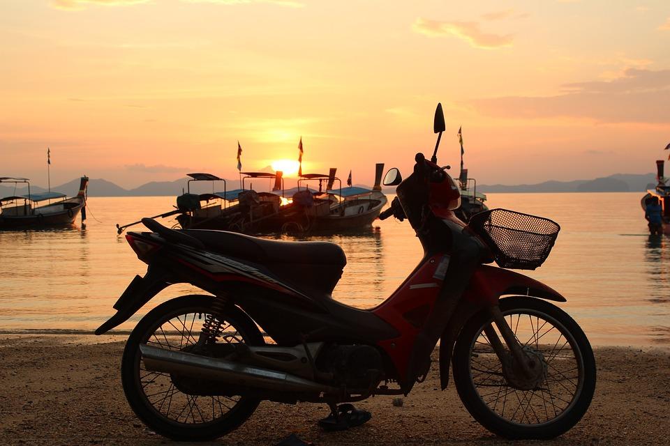 原付スクーター 海 夕日 バイク オートバイ