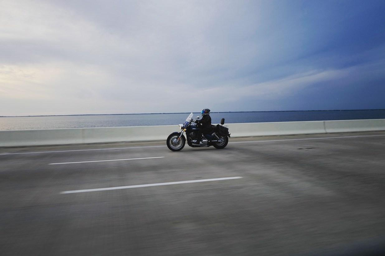 海 オートバイ バイク アメリカン