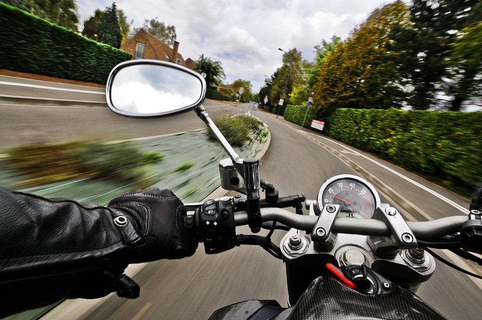 交差点 オートバイ バイク ミラー
