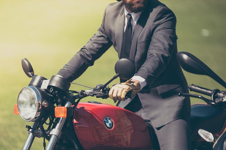 大人 髭 自転車 バイクに乗る人 ぼかし Bmw クローズ アップ デザイナ