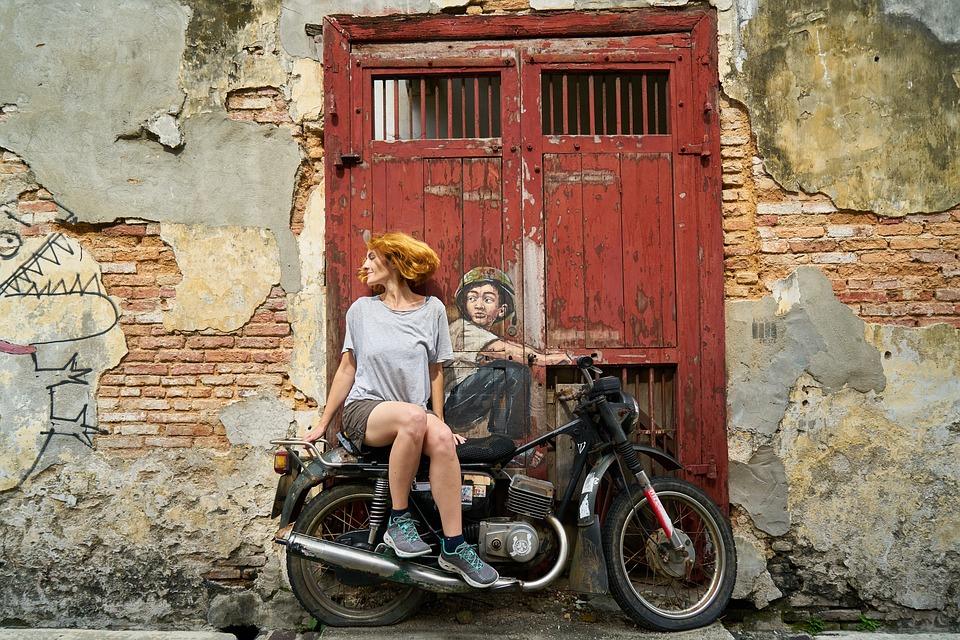 オートバイ タンデム 女の子